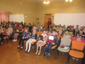 """Sadraudzības vidusskolā svētkus ievadīja literārs pasākums """"Jaunrades pasaulē"""""""