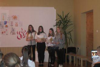 """Ilūkstes Sadraudzības vidusskolas skolēni pasākumā """"Latvija – mūsu mājas"""" piemin barikāžu notikumus"""