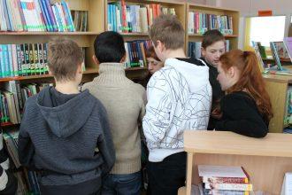 Paplašinot zināšanas, Raudas internātpamatskolas audzēkņi viesojās bibliotēkā