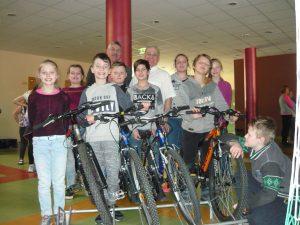 Ilūkstes 1.vidusskolas skolēnu komanda un Ilūkstes Bērnu un jauniešu  centra velopulciņa dalībnieki piedalījās  velodrošības sacensībās Baložos