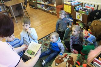 """""""Grāmatu starts"""" turpina savu ceļojumu arī Pilskalnes pagasta bibliotēkā"""