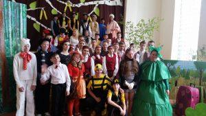 """Teātra festivāls """"Neparastā skatuve"""" pulcēja jaunos aktierus Raudas skolā"""