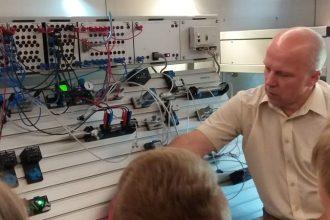 """""""TehnoBuss"""" ieved skolēnus inženierzinātņu pasaulē"""