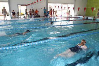 """Noskaidroti labākie peldēšanas sacensībās """"Ciemos Ūdensvīra valstībā"""""""