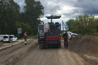 Ilūkstē notiek Strēlnieku ielas posma atjaunošanas darbi