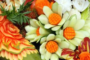 """Bebrenē aicina uz dekoratīvās augļu un dārzeņu griešanas jeb """"karvinga"""" kursiem"""