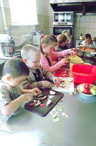 Bebrenes sākumskolēni piedalījās Putras dienas praktiskajās nodarbībās
