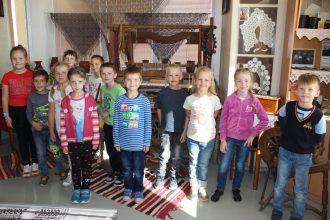 """Raiņa vidusskolas 1.a klase iepazinās ar novada vēsturi """"Sēļu istabā"""""""