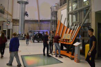 Skolēni dodas mācību ekskursijā uz zinātnes centru AHHAA Igaunijā