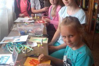 Dvietes pagasta bibliotēkā apskatāmi Latvijas simtgadei veltītie bērnu darinājumi