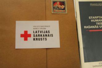 """""""Sēļu istabā"""" aplūkojama """"Latvijas Sarkanā Krusta"""" simtgadei veltīta izstāde"""