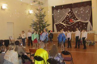 Arī Raudas internātpamatskolā svin  Ziemassvētkus
