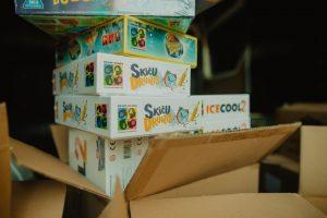 """Labdarības akcijā """"Sūti spēles jauniem uzvarētājiem!"""" aicina ziedot galda spēles SOS Bērnu ciematu ģimenēm un bērniem"""