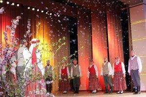 Pilskalnes pagasta vidējās paaudzes deju kolektīvs svinēja savu 30 gadu jubileju