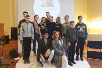 """Ilūkstes Raiņa vidusskolā  – Rēzeknes teātris """"Joriks"""" ar  izrādi """"Veidenbaums. LIVE''"""