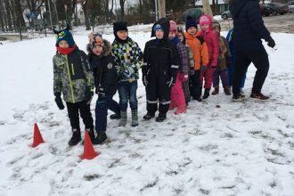 Sportisku Sniega dienu aizvada Ilūkstes 1. vidusskolas pamatskolēni