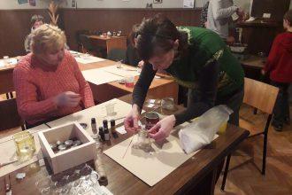 Subatē iepazina sveču veidošanas mākslu