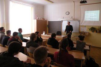 Plānojot karjeras ceļu, skolēni tiekas ar dažādu profesiju pārstāvjiem