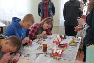 """""""Mākslas ideju tirdziņš"""" pulcēja radošos novada skolēnus"""