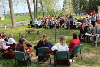 Novadnieki un viesi svin Dvietes skolas 75 gadu jubileju