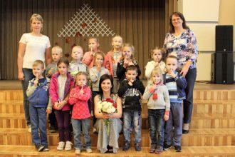 Mazie lasītāji tikās ar Dzejas dienu viesi – bērnu grāmatu autori Eviju Gulbi