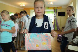 Radošajās  darbnīcās bērni iepazinās ar aromterapiju, pirts lietām un EBRU mākslu