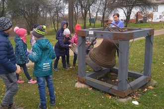 """Bebrenes sākumskolēni devās mācību ekskursijā kopā ar """"Latvijas skolas somu"""""""