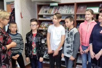 """Skolēni iepazīst bibliotēku un piedalās konkursā """"Ilūkstes novadam – 15"""""""