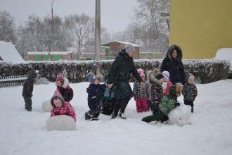 """Pirmsskolas izglītības iestādē """"Zvaniņš""""  svin Sniega dienu"""