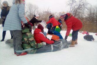Subatieši un pilsētas viesi pulcējās jautrā ziemas pasākumā