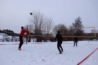 Aktīvi un radoši aizvadītas Ziemas sporta spēles jauniešiem un ģimenēm