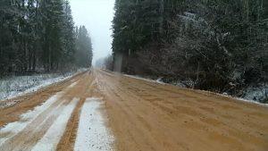 Pašvaldības grants seguma autoceļos noteikti sezonālie ierobežojumi