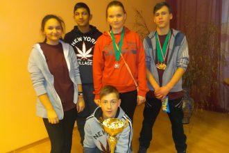 Latvijas speciālo skolu sacensībās novusā ar panākumiem startē Raudas internātpamatskolas komanda
