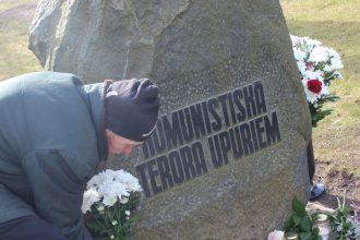 Pieminot 1949. gada deportāciju un komunistiskā genocīda upurus…