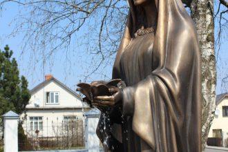 Ilūkstē atklāta skulptūra Māras zemes karalienei