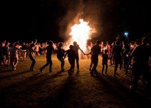 Imanta Ziedoņa muzejs aicina iedzīvotājus turpināt tradīciju iet apkārt Latvijai
