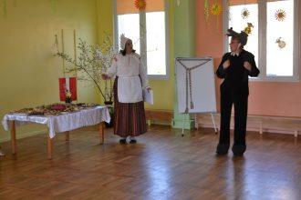 Bērnudārzā svinēja Darba svētkus un Latvijas Republikas Neatkarības atjaunošanas dienu