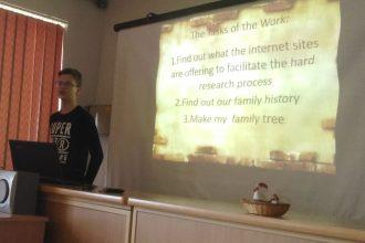 Skolēni piedalās radošo darbu skatē svešvalodās