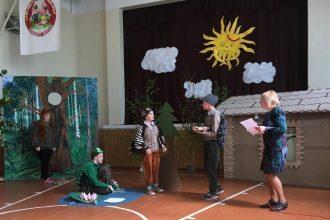 """Raudas internātpamatskolā norisinājās teātra festivāls """"Neparastā skatuve"""""""
