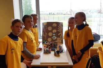 Ilūkstes novada skolēni papildina zināšanas robotikā