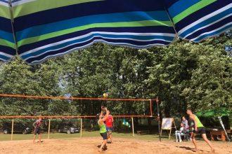Subates Ezermalas parkā norisinājās XVI Subates pludmales volejbola turnīrs