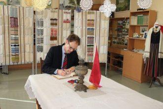 Šveices vēstnieks iepazīst Ilūkstes Bērnu un jauniešu centru