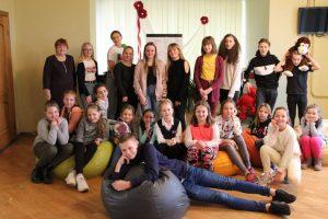 Ilūkstieši un līvānieši vienojas teātra sporta Draudzības turnīrā