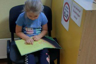 Dzejas dienās bērni apciemoja Ilūkstes pilsētas Bērnu bibliotēku