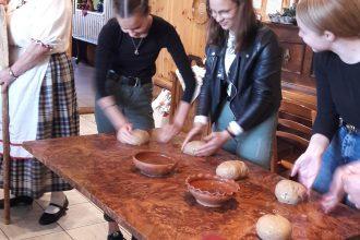 Sajūtot īsteno maizes garšu Aglonā