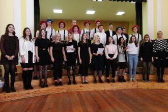Ilūkstes Raiņa vidusskolas skolēni sarīkoja svētkus skolotājiem