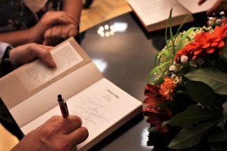 """Uz tikšanos """"Cauri gadiem ar dziesmām un grāmatām"""" aicināja Dzintars Tilaks un Āris Ziemelis"""