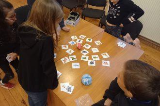 Subatieši ļaujas galda spēļu priekam