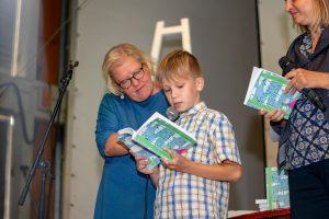 """Izsludina """"Garās pupas"""" ikgadējo dzejoļu konkursu bērniem un pusaudžiem"""