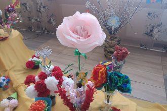 """Kultūras un mākslas centrā skatāma izstāde """"Ziedi manam bērnudārzam"""""""